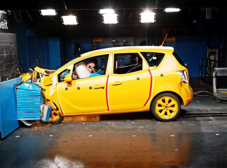 Gépjármű törésteszt - karambolos javítás